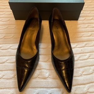 🌟TAHARI alligator print leather kitten heels NIB